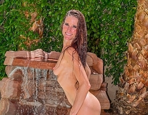 SofieMarieXXX/Nude Pool Waterfall