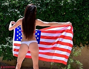 SofieMarieXXX/WW Flag Red Clip